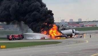 Russie: un avion en feu atterrit d'urgence à Moscou
