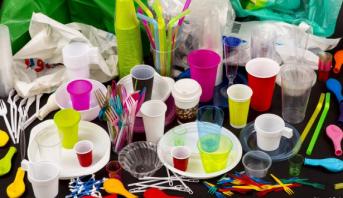 ألمانيا تمنع بيع المواد البلاستيكية أحادية الاستخدام بدءا من منتصف 2021