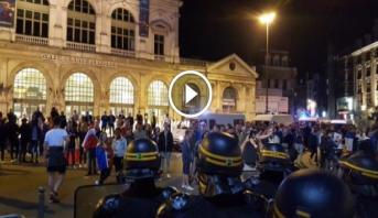 فيديو .. الشرطة الفرنسية تطلق قنابل الغاز لتفريق مشجعين انجليز في ليل