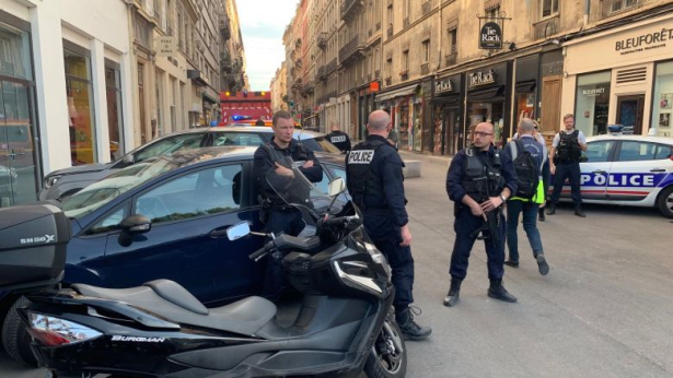 فرنسا .. فتح تحقيق حول عمل إرهابي إثر تفجير ليون