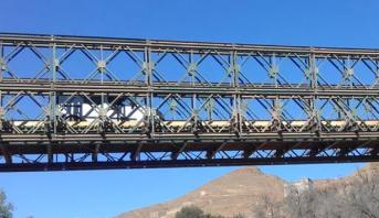 قنطرة حديدية مؤقتة على الطريق الإقليمية رقم 6011 بإقليم بركان