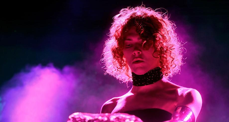 """المغنية والمنتجة الموسيقية الاسكتلندية صوفي قضت في """"حادث مروع"""""""