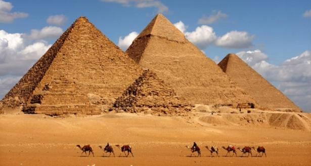 مصر تعيد فتح موقع أهرامات الجيزة بعد إغلاقه 3 أشهر بسبب كورونا
