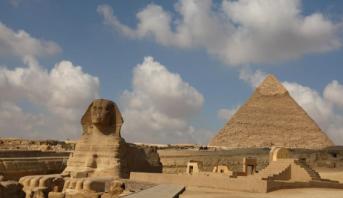 مباراة استعراضية في كرة القدم بأهرامات مصر بمشاركة أبرز نجوم العالم
