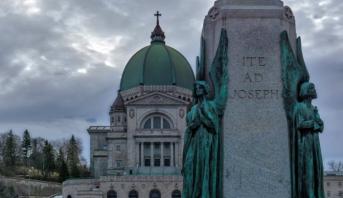 Québec: un prêtre attaqué à l'arme blanche lors d'une messe