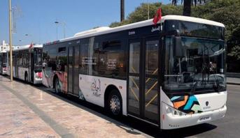 """عمال حافلات """"شركة ألزا"""" يخوضون إضرابا عن العمل"""
