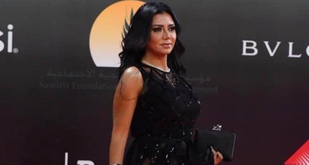 """بيان للممثلة رانيا يوسف بعد ارتدائها فستانا وصف بـ""""الفاضح"""""""