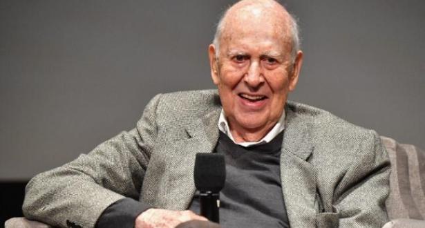 وفاة رائد الكوميديا الأمريكية كارل راينر عن 98 سنة