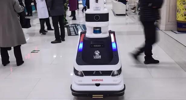 روبوت طبي يجول في مستشفيات ماليزيا لمساعدة الطواقم الطبية