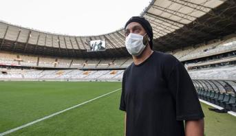 رونالدينيو يعلن إصابته بفيروس كورونا
