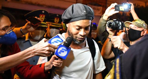 """بعد خروجه من السجن .. رونالدينيو يعتبر أن ما حصل معه """"ضربة قاسية جدا"""""""