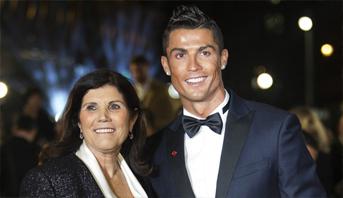كريستيانو رونالدو يوجه رسالة للجماهير بعد مرض والدته