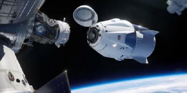 """مركبة """"سبايس إكس"""" المأهولة تنفصل عن محطة الفضاء الدولية لتبدأ رحلة العودة الى الأرض"""