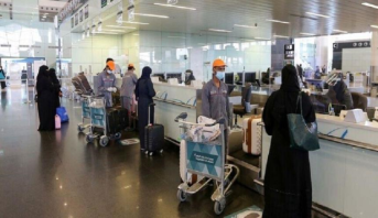 السعودية تعيد فتح حدودها بعد إغلاقها على خلفية ظهور سلالة جديدة لكورونا