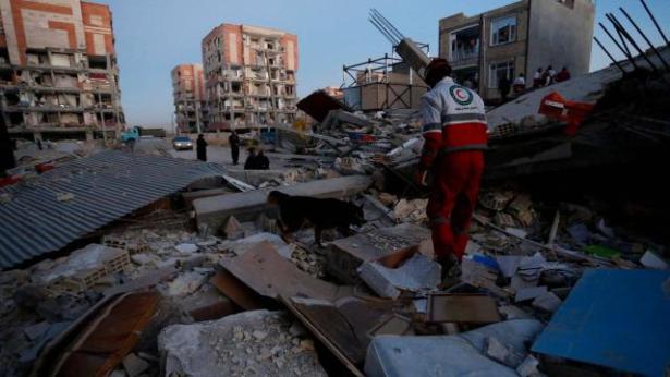 ارتفاع ضحايا الزلزال الذي ضرب غرب إيران إلى أزيد من 400 قتيل وآلاف الجرحى