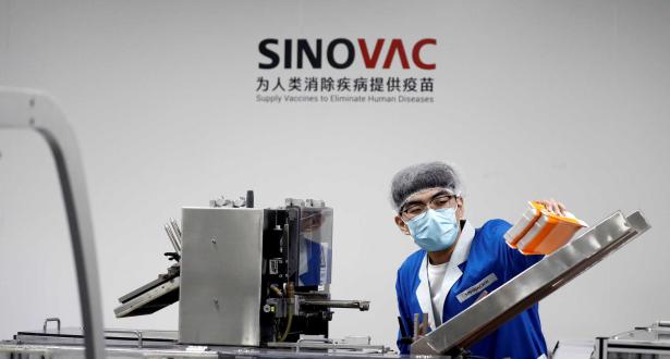 """""""سينوفاك"""" الصينية تقول إنها تكثف إنتاج لقاحها لضمان الإمداد العالمي"""