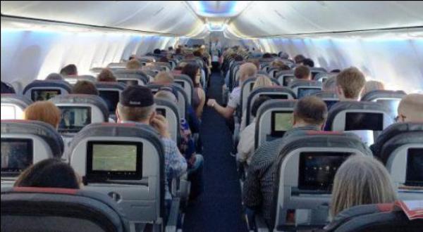 USA: petit doigt coincé dans l'accoudoir, un voyageur poursuit la compagnie aérienne