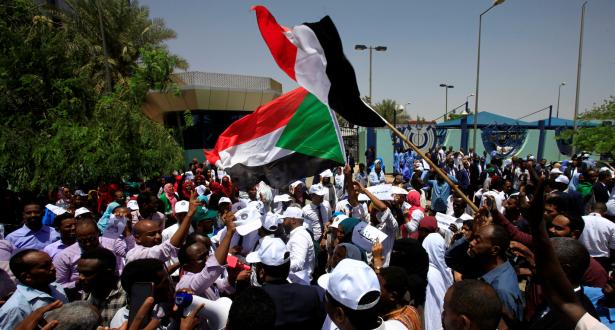 """السودان..قادة الحركة الاحتجاجية يدعون إلى """"عصيان مدني"""""""