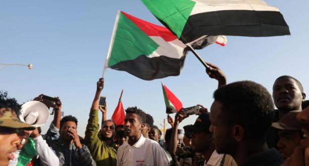 """البرهان: رفع اسم السودان من """"قائمة الإرهاب"""" أولوية الحكومة"""