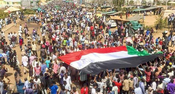 """""""اجتثاث"""" نظام البشير .. هدف رجل السودان الجديد"""