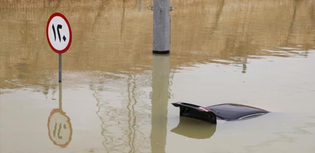 مصرع 30 شخصا وإنقاذ 1480 آخرين جراء السيول التي شهدتها السعودية