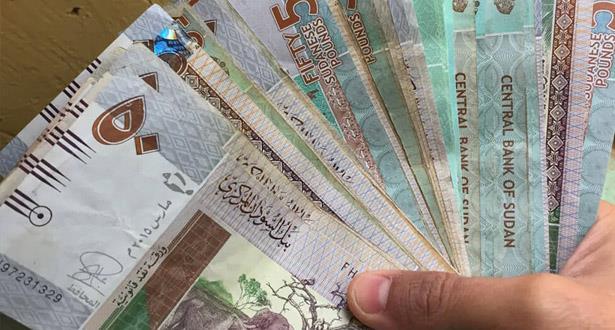السودان يقرر خفض عملته بسبب العجز الكبير في الموازنة