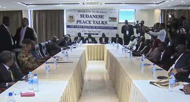 الحكومة السودانية توقع اتفاق سلام مع حركات مسلحة لإنهاء 17 عاما من الحرب الأهلية