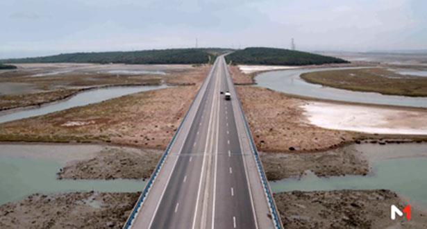 جسر تهدرات على الطريق السيار منشأة بميزات متفردة