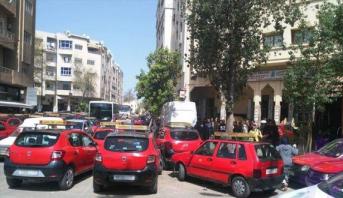 فاس.. توقيف ثلاثة أشخاص قاموا بسرقة سيارة أجرة وارتكاب حادثة سير