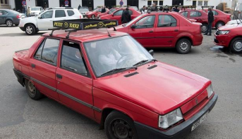 بلاغ وزارة الداخلية حول البرنامج الوطني لتأهيل خدمات سيارات الأجرة وتحسين ظروف عمل السائقين