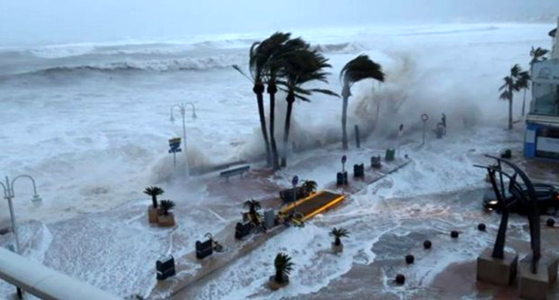عاصفة ( غلوريا ) تواصل اجتياحها لإسبانيا متسببة في قطع الطرق وإغلاق المدارس