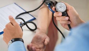 دراسة: احتمال الوفاة بكوفيد-19 أعلى بمرتين لدى مرضى ضغط الدم