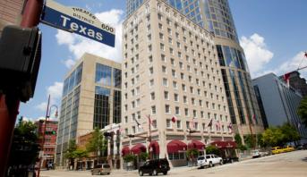 وضع الكمامات في الأماكن العامة بولاية تكساس بات إلزاميا
