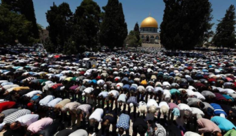 نحو 100 ألف مصل يؤدون صلاة عيد الأضحى في المسجد الأقصى المبارك
