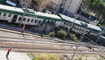 إيطاليا .. إصابة ثلاثة أشخاص جراء خروج قطار عن مساره