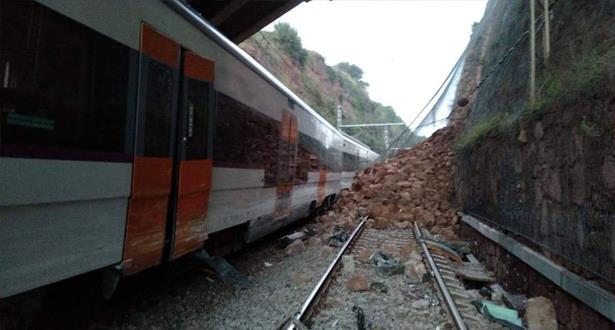 مقتل شخص وإصابة ستة بعد خروج قطار عن القضبان في إسبانيا