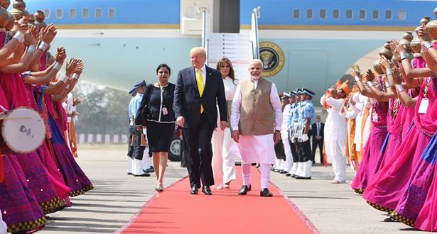 ترامب يصل إلى الهند في زيارة دولة تستغرق يومين