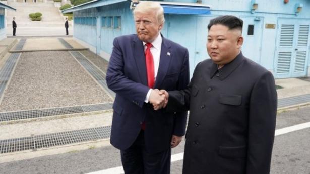 ترامب يغادر سيول بعد عبوره التاريخي الحدود مع كوريا الشمالية