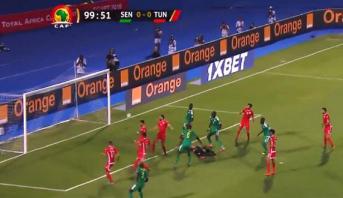 """خطأ دفاعي لـ""""نسور قرطاج"""" يضع السنغال في المقدمة"""