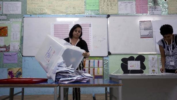 """تونس.. حركة النهضة و حزب """"قلب تونس"""" يتصدران الانتخابات التشريعية"""