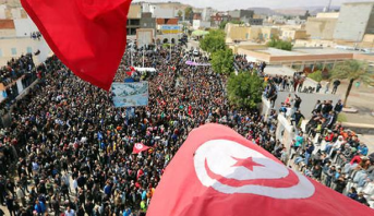 آلاف الأساتذة يتظاهرون في تونس