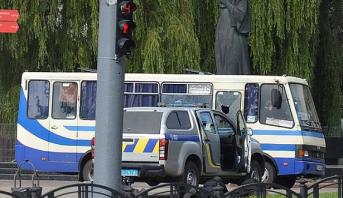 شخص مجهول يحجز رهائن داخل حافلة للركاب بأوكرانيا