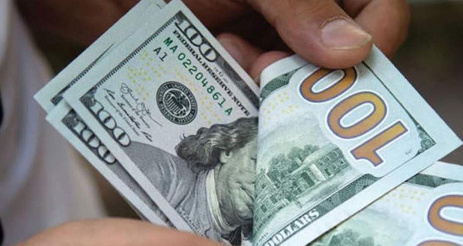 """قانون """"زجري"""" لصرف العملات يؤجج الغضب في الجزائر"""