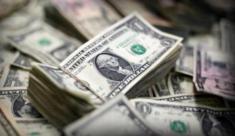 استقرار الدولار الأمريكي متجهًا لتسجيل أفضل أداء أسبوعي في نحو 9 أشهر