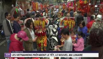 Les vietnamiens préparent le Têt, le Nouvel an lunaire