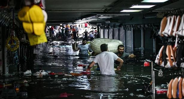 أمطار غزيرة تغرق اسطنبول