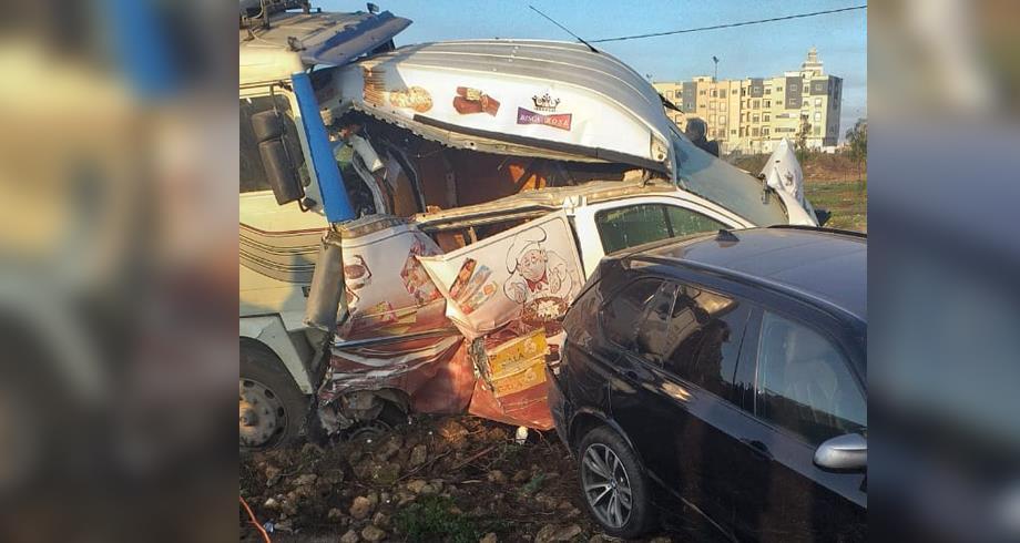 حادثة سير .. اصطدام سيارات يعرقل حركة الطريق السيار بين برشيد وسطات