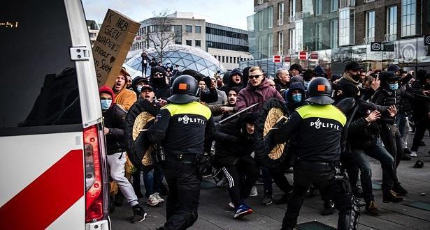 Pays-Bas: la Cour d'appel confirme temporairement le couvre-feu