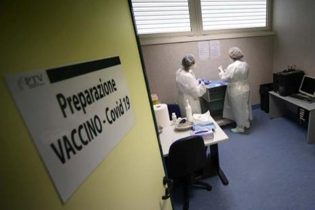 Coronavirus en Italie: le gouvernement investit dans un vaccin local