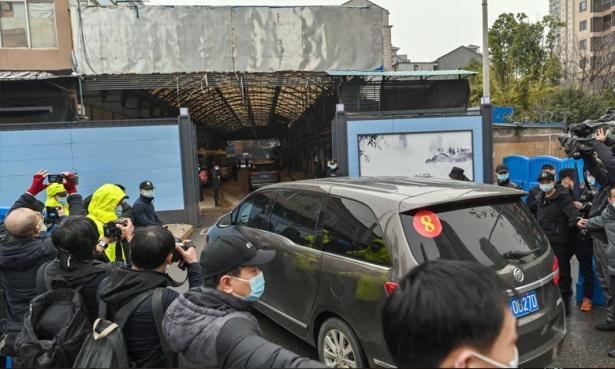 Covid-19: les experts de l'OMS visitent le marché Huanan de Wuhan